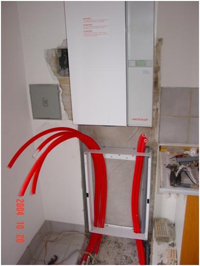 Figur 4 så er ny Weishaupt kedel opsat på væg rør er ført bag ved varmtvandsbeholders ramme